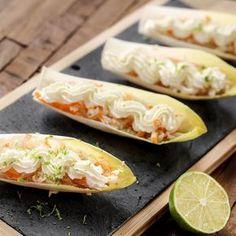 Barquettes d'endive au crabe et chantilly au citron vert http://www.cuisine-et-mets.com/entrees-froides-et-chaudes/legumes-et-crudites/barquettes-endive-crabe-chantilly-citron.html Entrée légère et gourmande