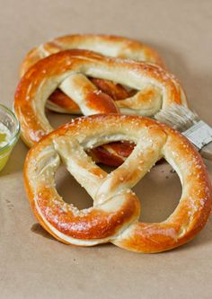 World& Greatest Soft Pretzels. World's Greatest Soft Pretzels - huge pretzels that are soft buttery and salty you know the ones I'm talking about. Homemade Soft Pretzels, Pretzels Recipe, Yeast Free Pretzel Recipe, Alton Brown Pretzel Recipe, Mall Pretzel Recipe, Sourdough Pretzel Recipe, Homemade Buns, Jo Cooks, Snack Recipes