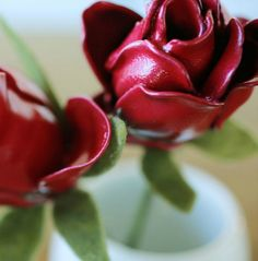 You'd never guess our roses are actually plastic spoon flowers! They are much more fun than silk flowers, cost less and you can match them to your décor. - Everyday Dishes & DIY