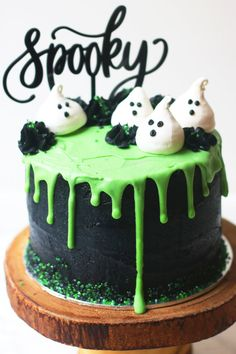 Halloween layer cake: Coconut and Lime Slime Cake. Decorated with black buttercr… Halloween layer cake: Coconut and Lime Slime Cake. Decorated with black buttercream and green white chocolate ganache drip and coconut meringue ghosts. Halloween Torte, Pasteles Halloween, Bolo Halloween, Halloween Birthday Cakes, Fete Halloween, Halloween Desserts, Halloween Cupcakes, Halloween Food For Party, Halloween Treats