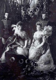 Maria Pavlovna the Elder on the right