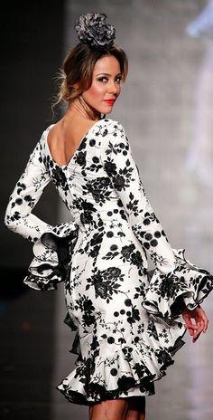 Mariah Carey, no tengas celos Gypsy Dresses, Dance Dresses, Short Dresses, Spanish Fashion, Spanish Style, Flamenco Costume, White Chic, Abaya Fashion, Floral Fashion