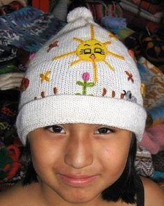 Weiße bestickte #Strickmütze aus #Alpakawolle Inka, Crochet Hats, Beanie, Italy, Fashion, The World, Ponchos, Accessories, Alpacas