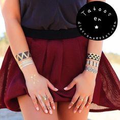 Ríndete a la moda de los tatuajes temporales. Vienen en planchas con diferentes motivos para crear tus propios diseños.