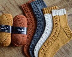 Crochet Socks, Knitting Socks, Hand Knitting, Knitting Patterns, Knit Crochet, Crochet Patterns, Crochet Ideas, Diy Diwali Decorations, Diwali Diy