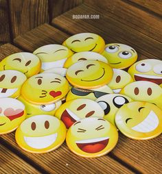 chapas-caretos-emoticones-bodas, emoticonos  WhatsApp, www.bodafan.com