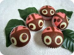 How cute!!   Steamed LadyBug Cupcakes (http://my123favourites.blogspot.com/2011/11/ladybug-steam-cupcake.html)