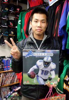 【新宿2号店】 2012年11月27日  NFLグッズを求めにご来店下さいましたイシド様です。  次回はライオンズグッズの強化に努めます!!