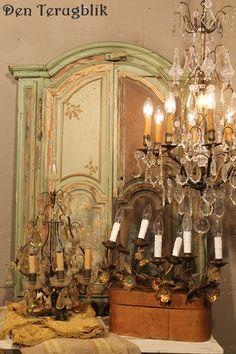 brocante en kroonluchters Vintage Chandelier, Candelabra, Wonders Of The World, Crystal Chandeliers, Sconces, Indoor, Ceiling Lights, Crystals, Lighting