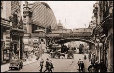 BERLIN 1910, Friedrichstrasse, rechts das beliebte Aschinger - Schrippen soviel man will