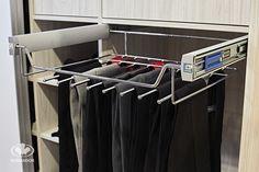 Akcesoria do szaf / funkcjonalny, chromowy wieszak Komandor na spodnie oraz paski i krawaty