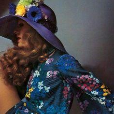 60年代後半~70年代の、レトロなボヘミアンファッションに魅了されてしまいました。何とも言えない雰囲気がたまらない!!お洒落だけでなく、色んなイメージの参考にも...