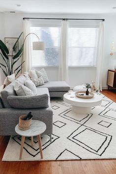 Cozy Living Rooms, Living Room Grey, Living Room Interior, Living Room Chairs, Home Living Room, Living Spaces, Minimal Living Rooms, Curtains In Living Room, Modern Living Room Designs