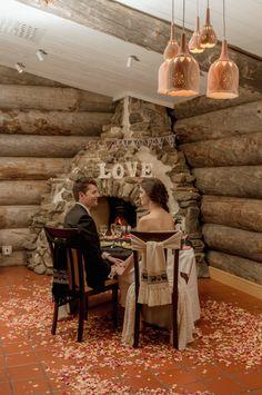 Australialaiset Alex Coulson ja Sarah Page menivät naimisiin keskellä Suomen Lappia. Tarunhohtoiset kuvat pariskunnan elämän kohokohdasta julkaistiin amerikkalaisessa Huffington Post –lehdessä.