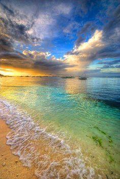 海と空が透きとおっててキレイすぎる!