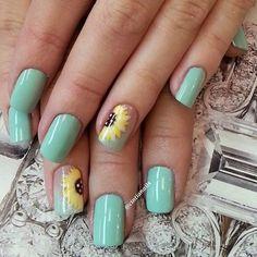 OMG I loveeee these sunflower nails