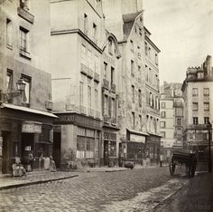Rue des Lavandières Sainte Opportune, de la rue de Rivoli. Paris Ier. 1865. Photo Charles Marville.