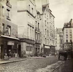 Rue des Lavandières Sainte Opportune, de la rue de Rivoli. ParisIer. 1865. Photo Charles Marville.