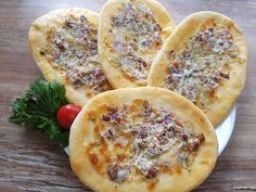 Small gluten-free pide's with sour cream / sausage / cheese - backen glutenfrei - Wurst Fodmap, Sour Cream, Sausage, Pizza, Gluten Free, Bread, Cheese, Diet, Fruit