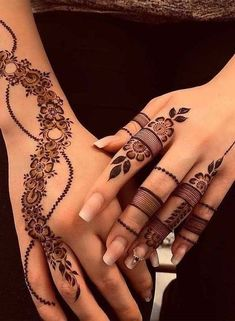 Finding the best Arabic Mehndi Designs - Check out the latest collection of Arabic Mehendi design images and photos for this year. Arabic mehndi designs easy are the most beautiful designs that are in demand. Here Are the Best 25 Arabic Mehndi Design. Finger Henna Designs, Modern Mehndi Designs, Unique Mehndi Designs, Mehndi Design Images, Mehndi Designs For Fingers, Beautiful Henna Designs, Latest Mehndi Designs, Henna Tattoo Designs, Mehandi Designs
