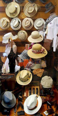 Escaparate Sombrereria Albiñana  #Sombrero #Sombrerería #Hat #Hat Store #Panama Hat