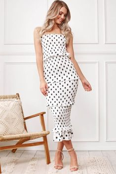 You will find the latest selected women's dresses, cocktail dresses, formal dresses. You can Shop now and pay later with Afterpay. White Dresses For Women, Party Dresses For Women, Day Dresses, Formal Dresses, Engagement Party Dresses, Esther Boutique, Womens Cocktail Dresses, Dress Collection, Short Sleeve Dresses