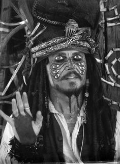 JOHNNY DEPP AS CAPTAIN JACK SPARROW IN PIRATE'S OF THE CARIBBEAN!!