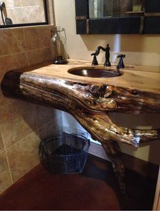 ideas for rustic bathroom shower log cabins Rustic Bathroom Shower, Rustic Bathroom Designs, Rustic Bathroom Vanities, Wooden Bathroom, Rustic Bathrooms, Bathroom Furniture, Log Home Bathrooms, Dream Bathrooms, Cabin Homes