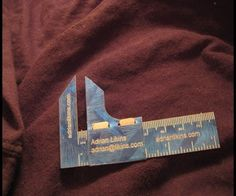 Make your business cards into relevant gifts. #uniquebusinesscard #handymanbusinesscard #carpenterbusinesscard