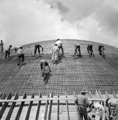 Image 12 of 17 from gallery of The Construction of Brasilia, photos by Marcel Gautherot. Photograph by Marcel Gautherot Marcel, Amazing Architecture, Modern Architecture, Shopping In Barcelona, Barcelona Shop, Gallery Magazine, History Of Photography, Street Photography, Reinforced Concrete