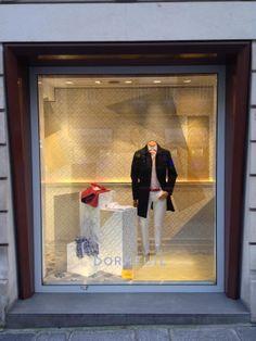 WIndow shop in François 1er - March 2014