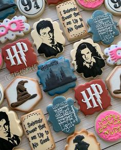 #royalicingcookies #riverviewfl #tampacookies #decoratedsugarcookies #decoratedcookies #cookiesofinstagram #harrypotter #danielradcliffe…