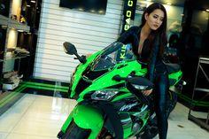 """Bộ ảnh """"Nữ Ninja"""" Vy Vy Trương quyến rũ bên 2 chiếc moto pkl ZX-10R của Kawasaki - Motosaigon"""