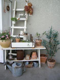 アンティーク・ハンドメイド 【 玄関 】|ガーデニング・アンティーク・ハンドメイ… |Ameba (アメーバ) Garden Paths, Rooftop Garden, Garden Shop, Garden Design, Planter Pots, Shabby, Yard, Patio, Rooftops