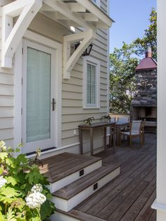 Small-Deck Design Ideas - To make the most of small-deck design ideas, rethink your square footage with smart ideas to make t - Dream Home Design, House Design, Door Design, Small Deck Designs, Small Porches, Small Patio, Small Decks, Building A Porch, Building Ideas