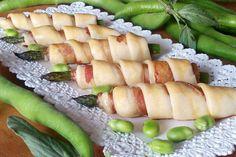 Gli asparagi in crosta di brisée con bacon sono un antipasto molto sfizioso e particolare seppure semplicissimo da realizzare. Perfetto per un buffet di antipasti. Ecco la ricetta