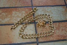 Collectible Unmarked Gold Tone Jewelry Set With Necklace Bracelet And Clip On Earrings Chain Link Pattern