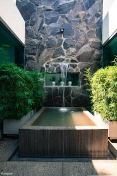 10 fuentes y muros con agua perfectos ¡para patios pequeños! Aquí tienes 13 diseños de muros llorones con fuente que te dejarán sin palabras.