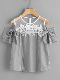 Contraste Mesh Yoke Lace Trim Bow Tie Top