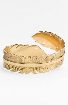 Such a pretty gold feather cuff. Check it out: http://rstyle.me/n/w7iheq5te