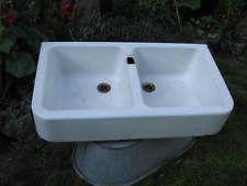 altes Spülbecken Waschbecken antikes Ausgussbecken Emaille schwerer Eisenguss