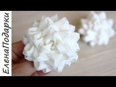 Diy Lace Ribbon Flowers, Cloth Flowers, Fabric Roses, Ribbon Art, Ribbon Hair Bows, Ribbon Crafts, Ribbon Embroidery Tutorial, Ribbon Flower Tutorial, Bow Tutorial