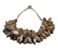 Bondi necklace in natural wood - hardtofind.