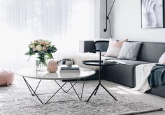Marble + black coffee tables with dark sofa Coffee Table Vignettes, Coffee Table Styling, Coffe Table, Decorating Your Home, Interior Decorating, Interior Design, Small Living, Home And Living, Living Rooms