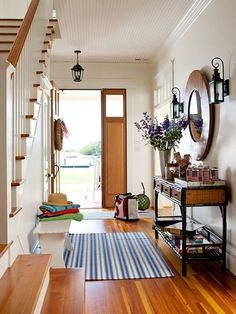 An idea for an entry. If I ever build a new home, an entry way is on my must have list.