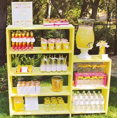 Sunshine-party-stand - shelf is perfect idea