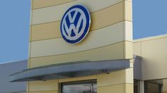 Carousel Volkswagen | Fabricator: Metal Design Systems Inc | ALPOLIC®/PE - Learn more about the project at: http://www.alpolic-americas.com/en/example-projects/carousel-volkswagen?utm_source=Pinterest&utm_medium=social&utm_campaign=Alpolic_website_january