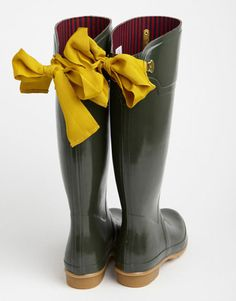 Being bold and making a statement. That this rain only means that you can wear these fabulous boots!