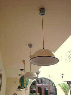 Lámparas con tazas y palanganas (tazas arriba)