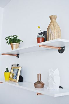 Our latest Drifter + the Gypsy contribution featured copper pipe (surprise, surprise)! I have been eyeing the beautiful industrial pipe shelves that have been Copper Decor, Diy Bathroom, Shelves, Diy Furniture, Copper Diy, Copper Shelf, Diy Design, Home Decor, Home Diy